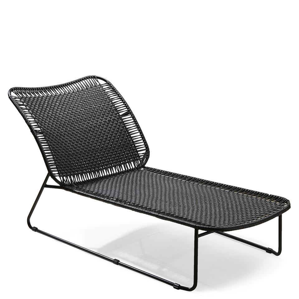 Cielo Daybed von Ames. Sonnenliege bespannt mit schwarzen Recycling-Kunststoffgeflecht