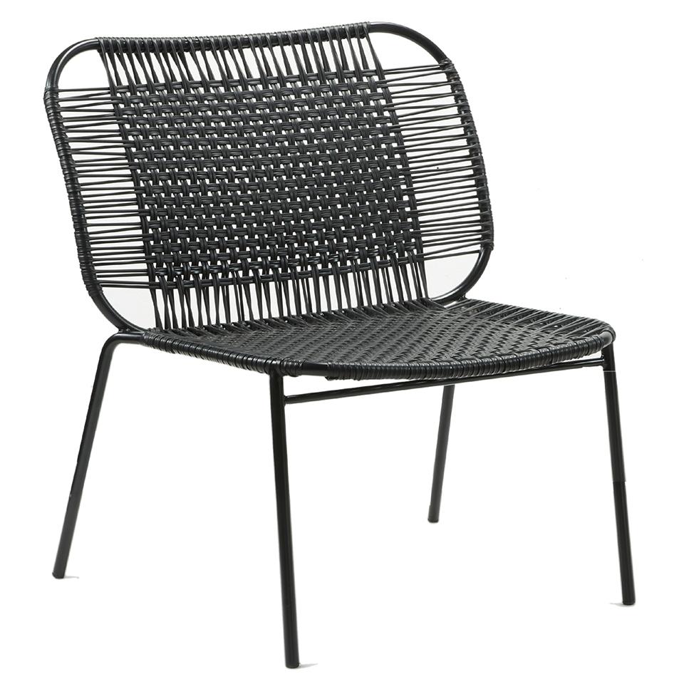 Cielo Lounge Chair von Ames. Sessel bespannt mit Recycling-Kunststoffgeflecht in der Farbe Schwarz