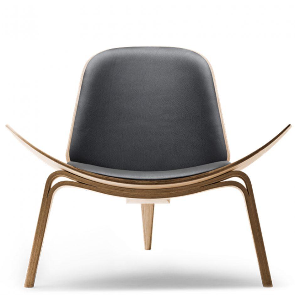 CH07 von Carl Hansen. Sessel aus Eiche und Leder in der Farbe Eiche geölt und Schwarz