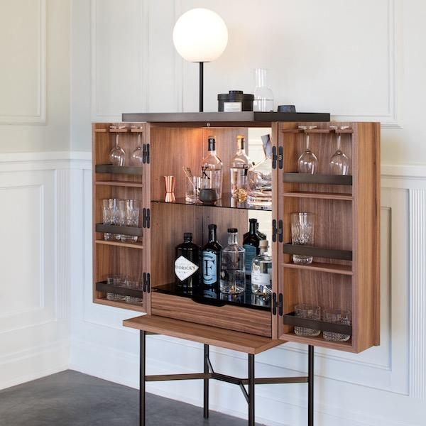 HARRI bar cabinet von More. Barschrank aus Nussbaum und Stahl in der Farbe Nussbaum und Anthrazit