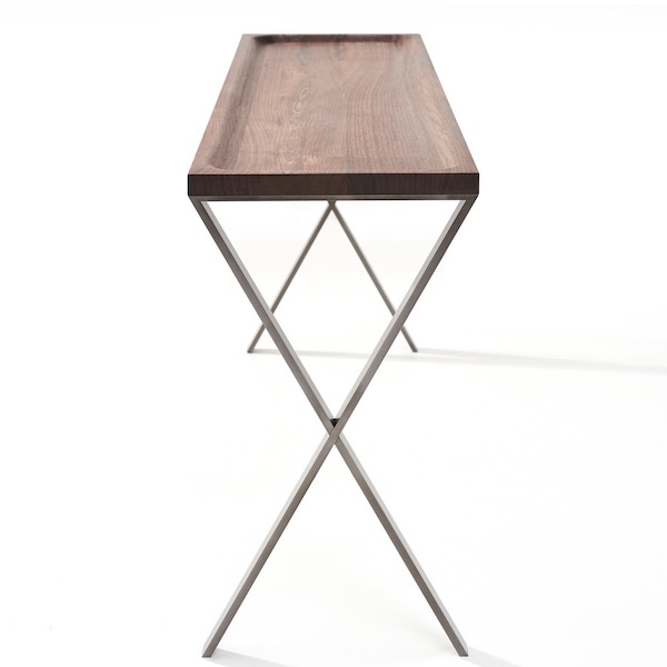LAX console wood von More. Konsole aus Nussbaum und Stahl in der Farbe Nussbaum und Anthrazit