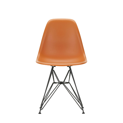 Vitra in Hamburg - Vitra Stuhl - Eames Plastic Side Chair DSR - Orange - Front