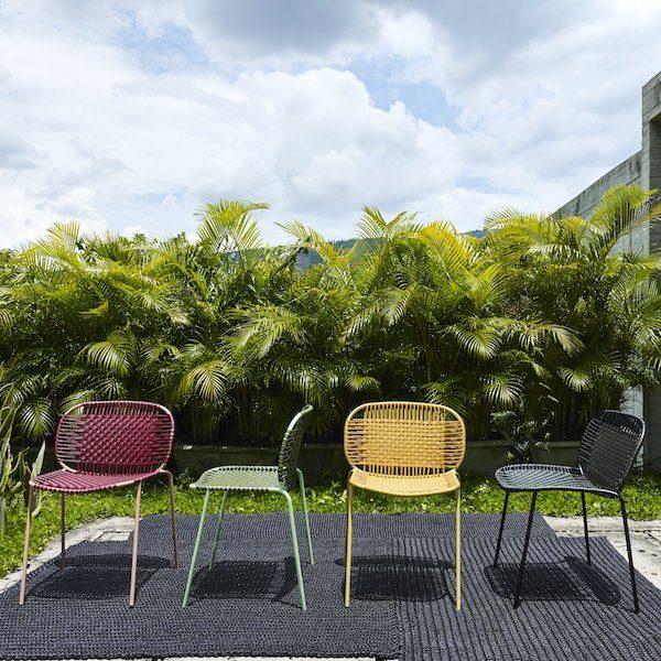 Cielo Chair von Ames. Stuhl bespannt mit Recycling-Kunststoffgeflecht in der Farbe Oliv