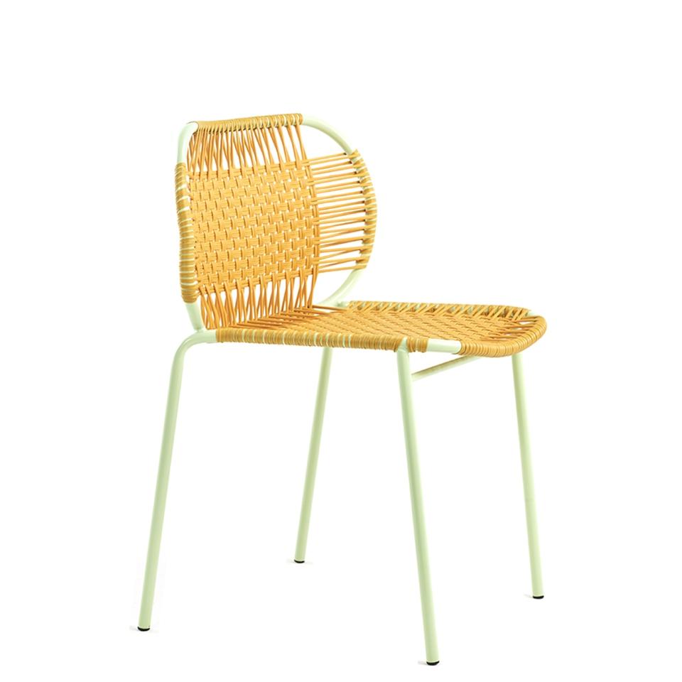 Cielo Chair von Ames. Stuhl bespannt mit Recycling-Kunststoffgeflecht in der Farbe Honey