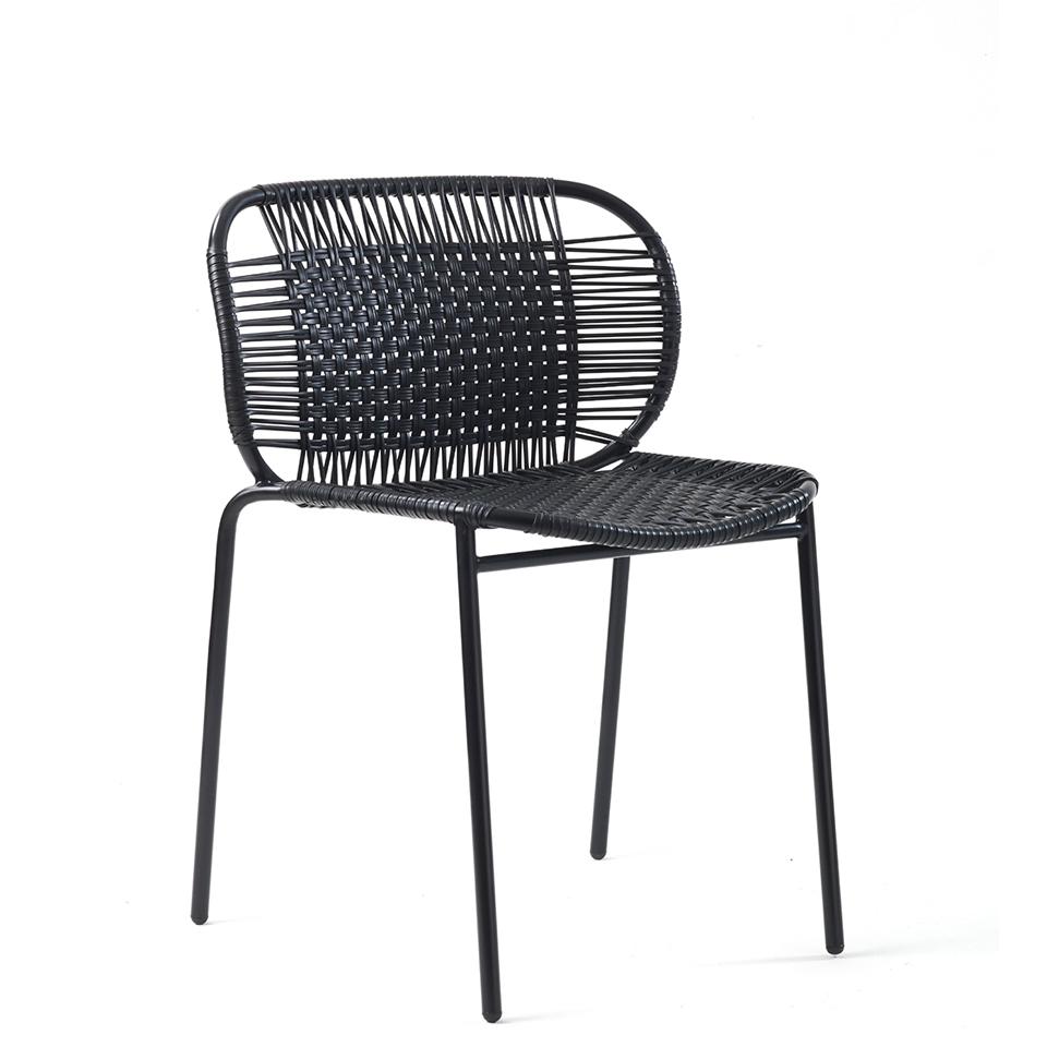 Cielo Chair von Ames. Stuhl bespannt mit Recycling-Kunststoffgeflecht in der Farbe Schwarz