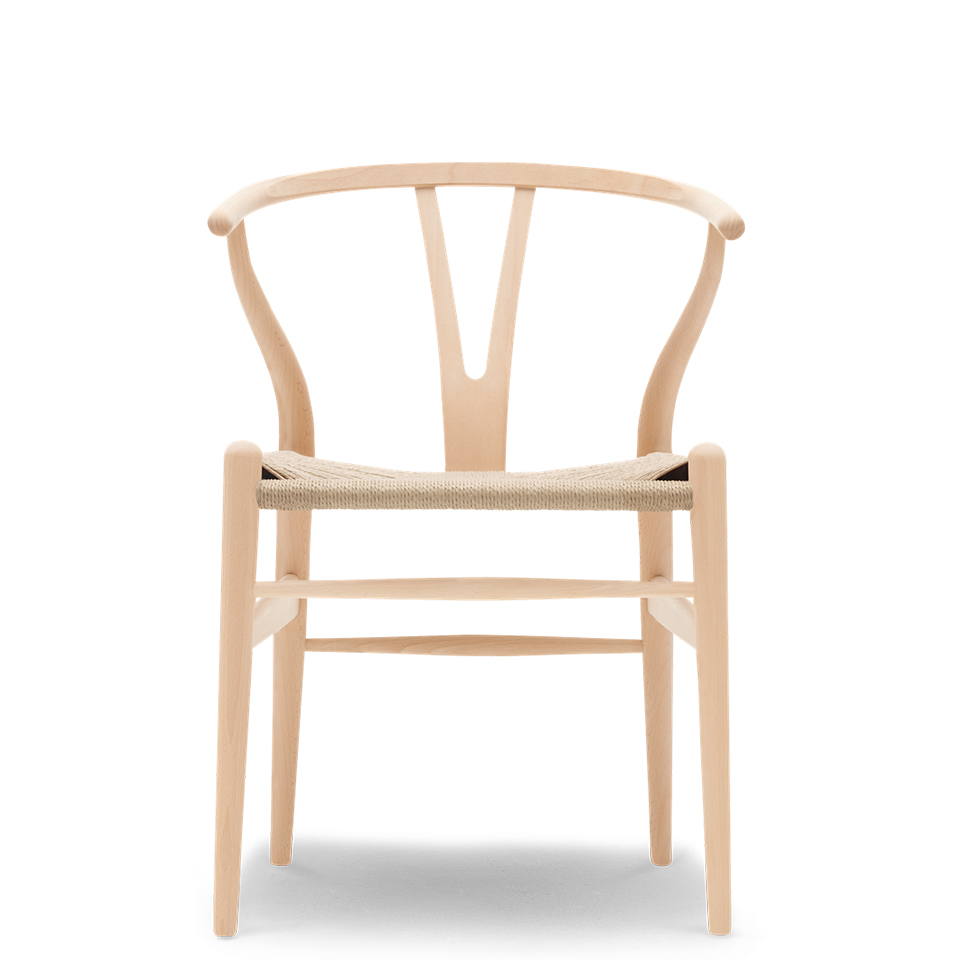 CH24 von Carl Hansen. Stuhl aus Buche in der Farbe Natur
