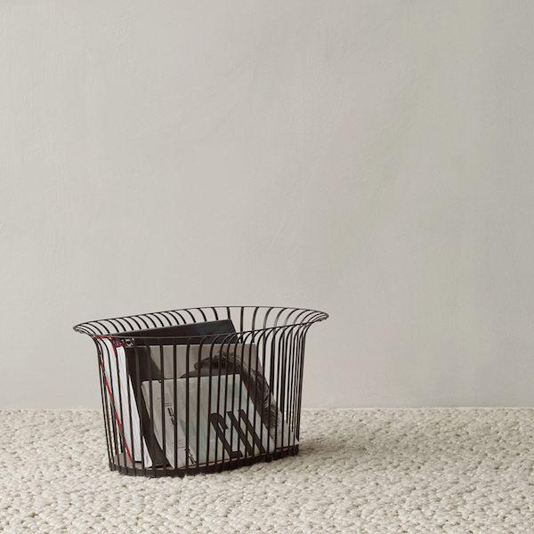 Ribbon Basket von Menu. Korb aus Stahl und Leder in der Farbe Schwarz