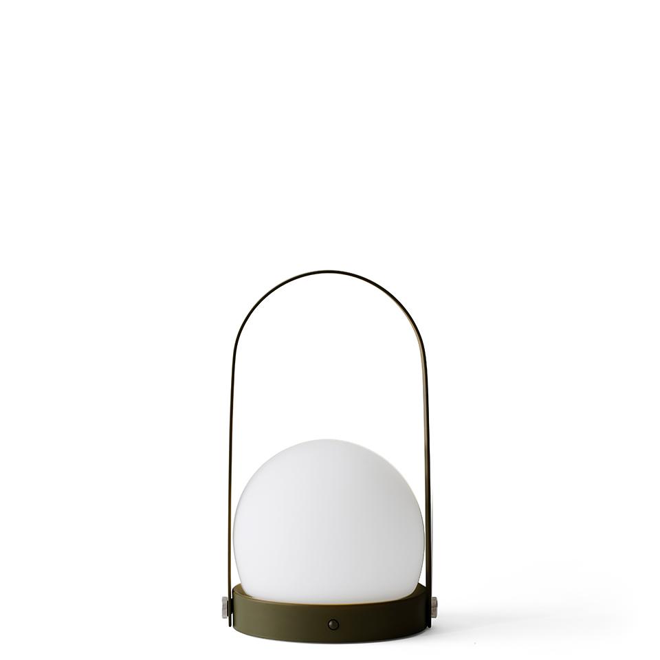 Carrie Table Lamp von Menu. Tischleuchte aus Stahl und Glas in der Farbe Oliv