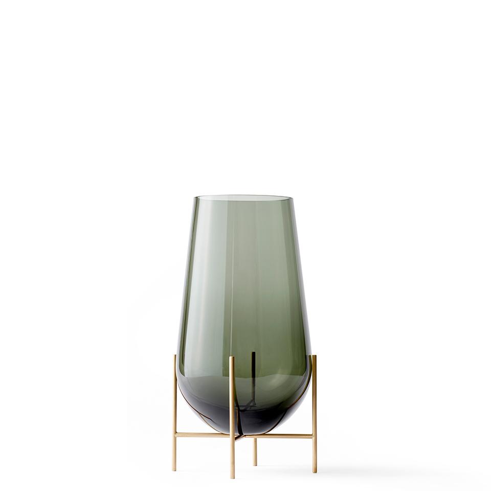 Echasse Vase von Menu. Vase aus Messing und Glas in der Farbe Rauchgrau
