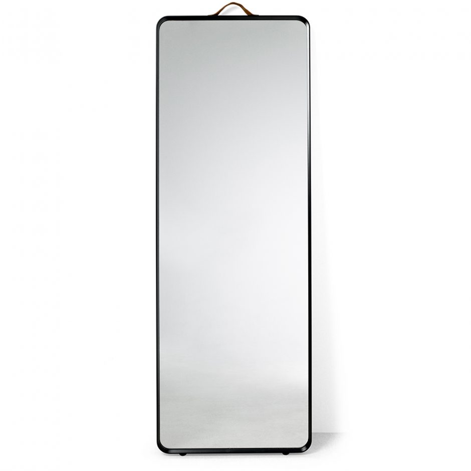Norm Floor Mirror von Menu. Standspiegel aus Stahl in der Farbe Schwarz
