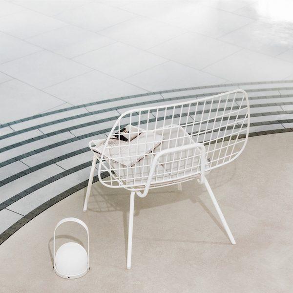 WM String Lounge Chair von Menu. Sessel aus Stahl in der Farbe Weiß