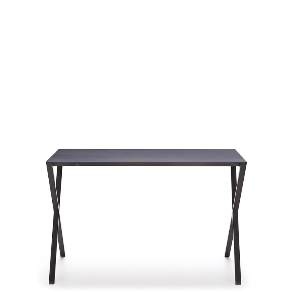 LAX console steel von More. Beistelltisch aus Stahl in der Farbe Anthrazit