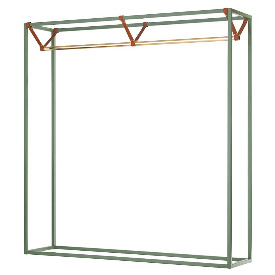 Less Mess von Victor Foxtrot. Garderobe aus Stahl, Messing und Leder in der Farbe Lindgrün