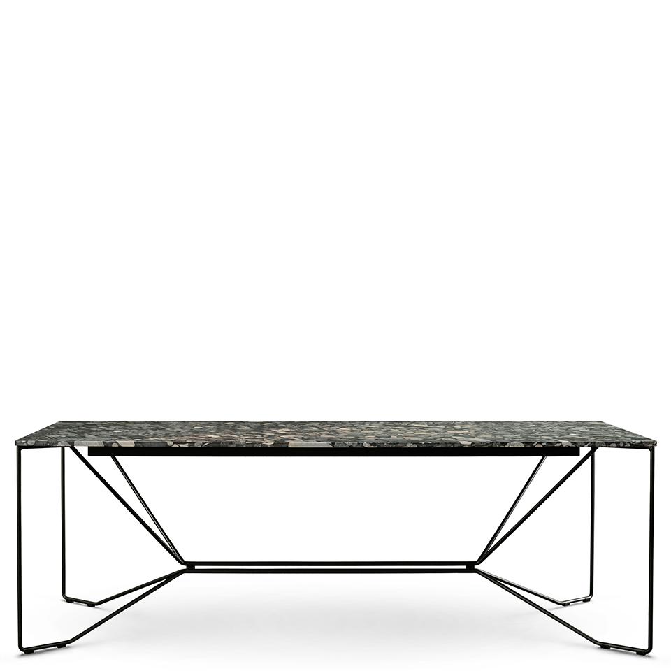 Same Same Nero Marinace von Victor Foxtrot. Tisch aus Stahl und Stein in der Farbe Schwarz