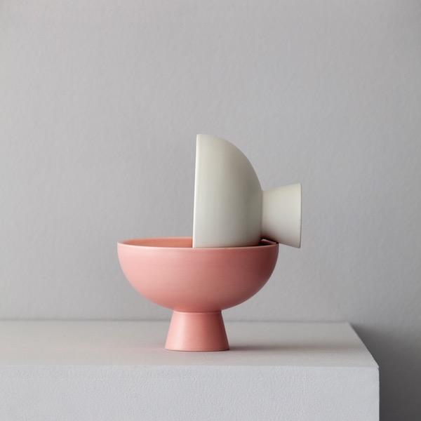 Strom vase von Raawii. Schale aus Steingut in der Farbe Rosa